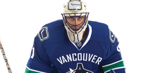 new canucks jersey with luongo
